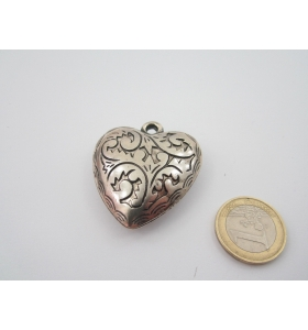 1 componente ciondolo cuore colore argento con disegni mm. 45x40