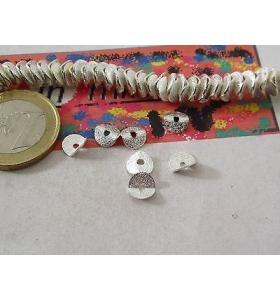 20 dischetti puntinati e piegati in ottone rodiato placcato argento di 6,5x1 mm