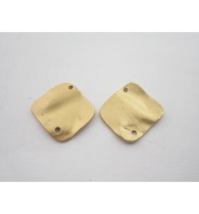 4 componenti in zama placcato oro giallo rombo 2 fori effetto satinato 17x17 mm