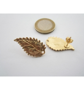2 basi x orecchini foglia sbalzata in zama placcato oro giallo di 26 x 15 mm