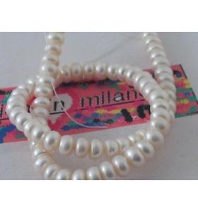 1 filo di perle bianche...