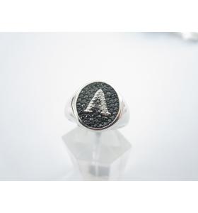 anello unisex iniziale lettera A in zirconi bianchi su pavè di zirconi neri argento 925 rodiato