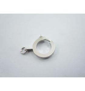 particolare chiusura moschettone tonda in argento 925 rodiata con un anellino made in italy di 15 mm