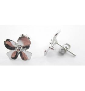 coppia orecchini zama modello fiore argentato effetto satinato