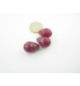 3 pietre a goccia di radice di rubino sfaccettato 21x15 mm.