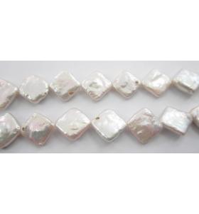4 perle scaramazze semi grezze bianche forma rombo coltivate in acqua dolce di 14x14 mm circa