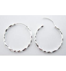 Un paio di orecchini cerchio 20 mm argento 925 ritorto