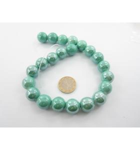 1 filo di perle di ceramica color verde metallizzato  diametro 16 mm.