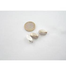 1 componente barilotto sfaccettato in argento 800 graffiato 15x8x8,5 mm.