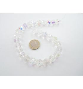filo  di cristalli tondi bianchi sfaccettati leggermente cangianti diametro 12 mm.