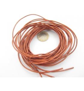 una stringa di cuoio color bronzo diametro 2 mm.
