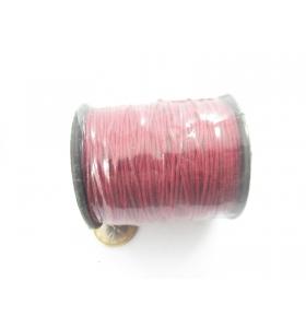 un rotolo di cotone cerato color rosso scuro