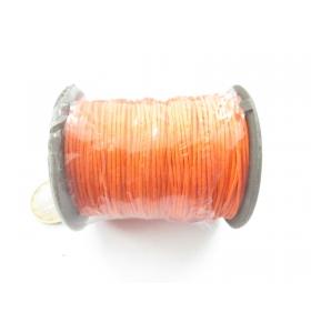 un rotolo di cotone cerato color arancione