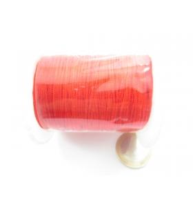 un rotolo di filo 0,7 mm. per macramè colore rosso