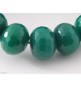 una grande pietra di radice di smeraldo sfaccettata e stondata  20x15 mm.