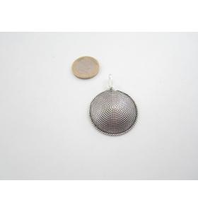 ciondolo in argentone puntinato tondo bombato 35 mm. +1 m. di cordoncino nero
