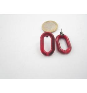una coppia di orecchini in resina rosso melange  27x16 mm.