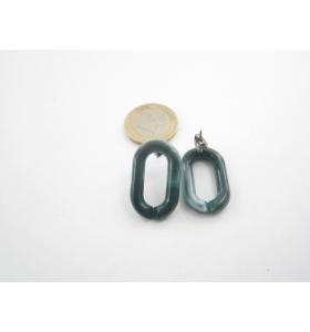 una coppia di orecchini in resina verde melange  27x16 mm.