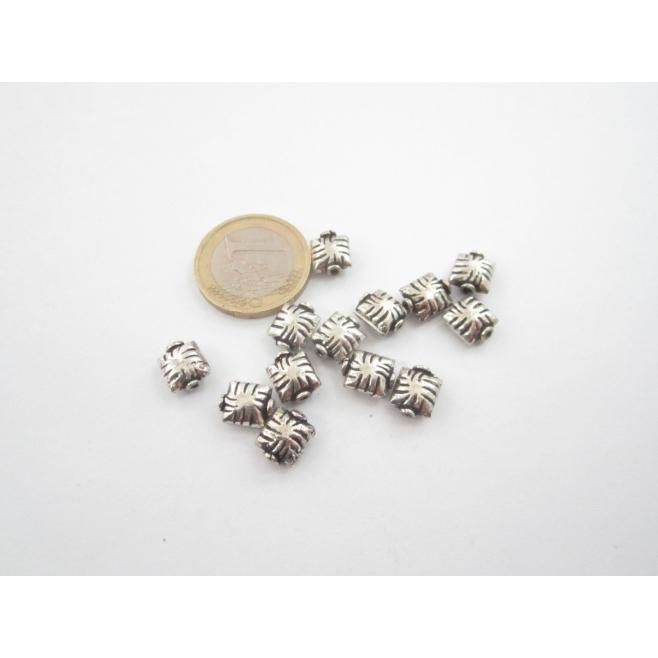 8 componenti in argentone ( argento tibetano ) quadratini 8x9 mm.
