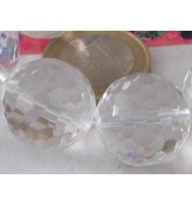una pietra di cristallo di...