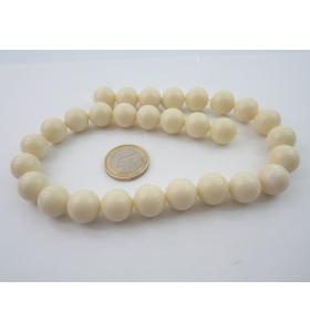 1 filo di resina color bianco/avorio tonda cabochon mm.14