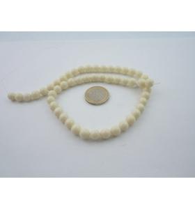 1 filo di resina color bianco/avorio tonda cabochon mm 8